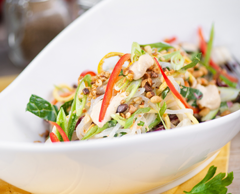 healthy pad thai salad with vegetables