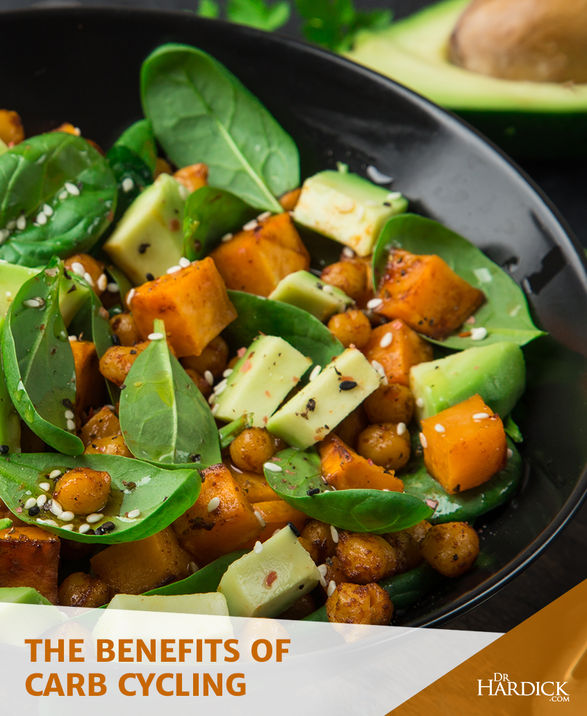a carb-healthy meal that includes spinach, avocado, and chickpeas